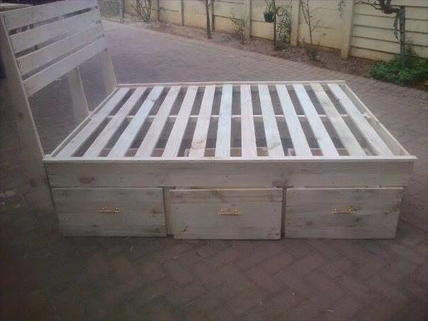 Pallet King Size Bed Frame With Headboard   99 Pallets
