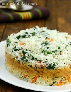Chock-full of nutrients and bubbling with flavour, the Spinach and Carrot Rice with Coconut Curry is a tasteful preparation of spinach and carrot rice perked up with a spicy paste, layered with coconut curry, and baked in an oven so the flavours mingle and cause your taste buds to tingle!