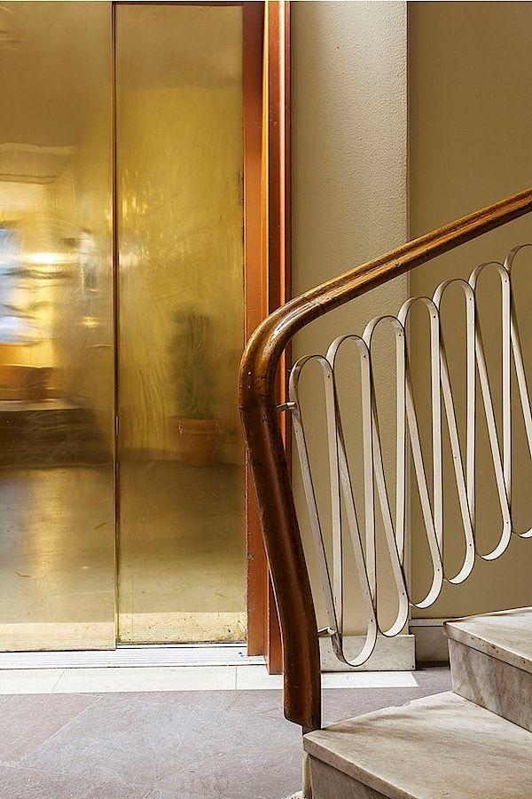Oj, så vackert! Trappräcket, hissdörrarna... Erik Dahlbergsgatan 43, Nedre Gärdet, Stockholm