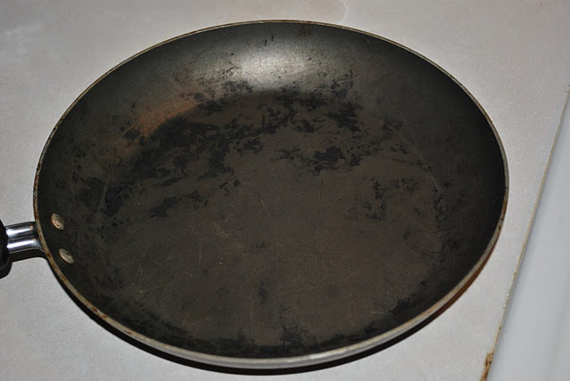 Clean the burnt-ness off your pans quickly and easily! It's like having a new pan!  Visit Oklahoma Homemaker at www.oklahomahomemaker.blogspot.com and like us at www.facebook.com/oklahomahomemaker !