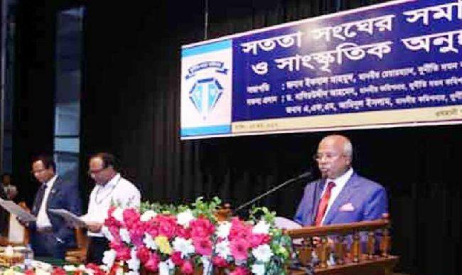 দুর্নীতি দমন কমিশনের (দুদক) চেয়ারম্যান ইকবাল মাহমুদ বলেছেন, 'বাংলাদেশে