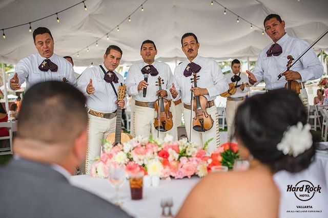 """Our ways to rock are endless. Bride and Groom serenaded by mariachi band. Tenemos una y mil maneras de decir """"We Rock""""."""