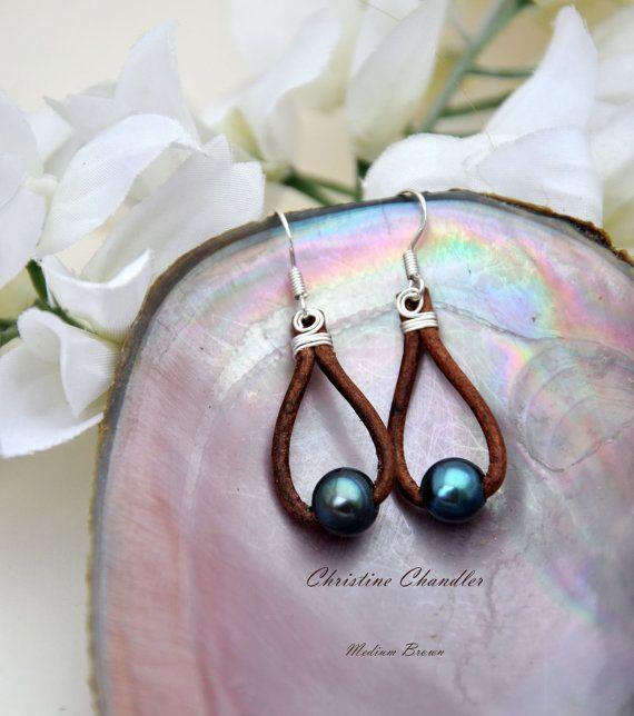 Pearl und Leder Ohrringe  1 Perle Träne  von ChristineChandler
