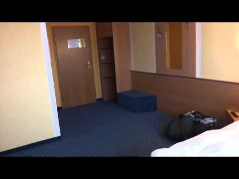 """Hotel """"suicide & go"""" / ui. on the road in Magdeburg / vlog"""