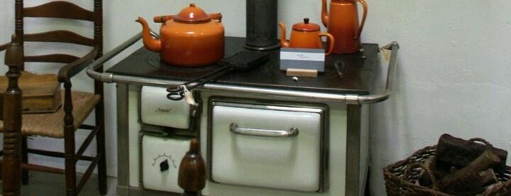 DRU artikelen die bij DRUwerden gemaakt... Bekend van die oranje braadpannen...