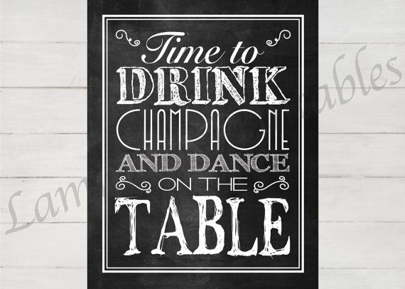 Temps de boire du champagne et danse sur le téléchargement immédiat de table – or d