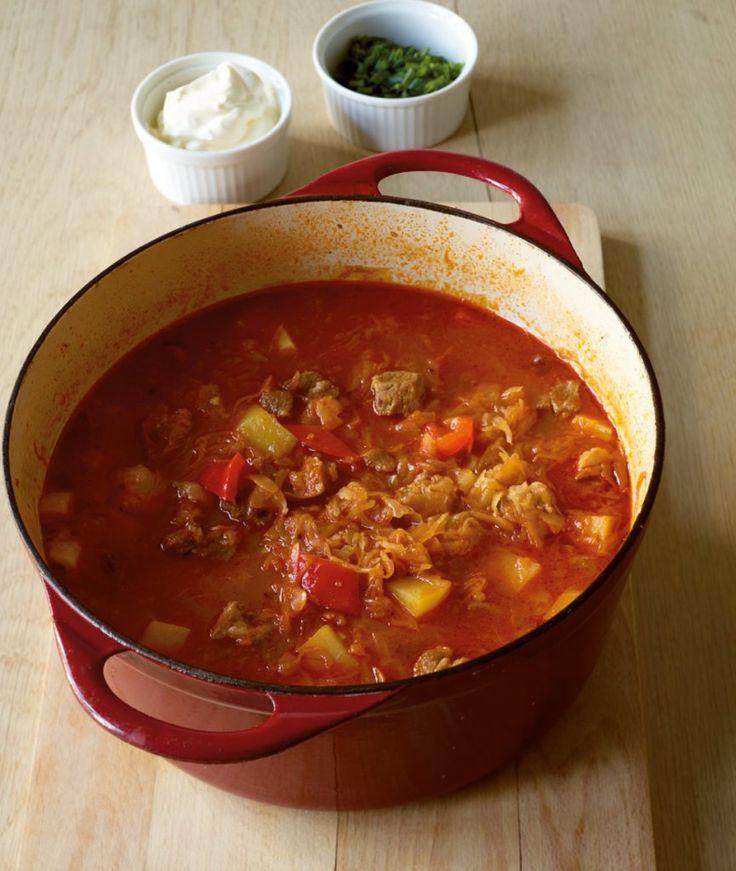 Rezept für Szegediner Eintopf bei Essen und Trinken. Ein Rezept für 6 Personen. Und weitere Rezepte in den Kategorien Gemüse, Gewürze, Kartoffeln, Kräuter, Milch + Milchprodukte, Schwein, Hauptspeise, Suppen / Eintöpfe, Braten, Schmoren, Einfach.