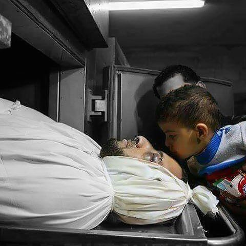 Tutur lugu iklas dan suci terucap dari bibir bocah Jalur Gaza itu: Abi fi aljannah.. .  Ayah sedang berada di Surga.. Kecupan terakhir dan untuk selamanya dari sang bocah Palestina matanya berkaca seakan paham bahwa ayahnya tericnta sudah mendahului dia kakaknya dan ibunya kalimat lugu iklas dan suci keluar dari bibir bocah itu: Abi fi aljannah.. .  Ayah sedang berada di Surga.. Bayangkan teman betapa berat jalan yang hidup yang mereka tempuh..Palestina masih berjuang teman…