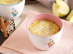 Torta di mele in tazza in 5 minuti.. forse 6, al massimo 8 ! Una torta più veloce non l'avevo ancora provata !! Cottura al microonde