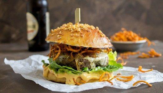 Beef-Burger mit Chilli-Mayo & Süßkartoffellocken