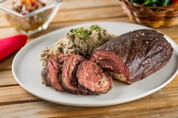 Encontre Receitas de Fraldinha recheada e outras carnes especiais. Conheça a Academia da Carne e faça cursos e aprenda receitas