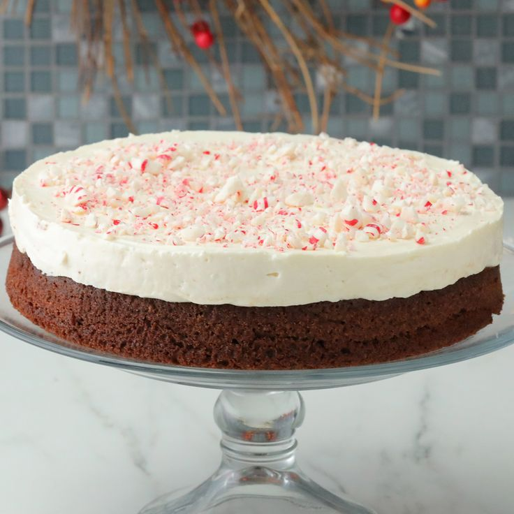 Peppermint Brownie Cheesecake 'Tis the season to make this holiday cheesecak…