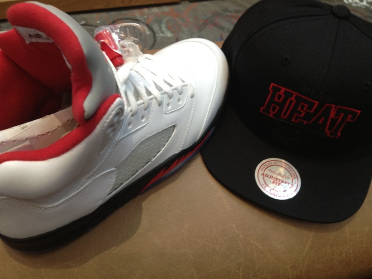 jordans and snapbacks sneakerhead hats pinterest. Black Bedroom Furniture Sets. Home Design Ideas