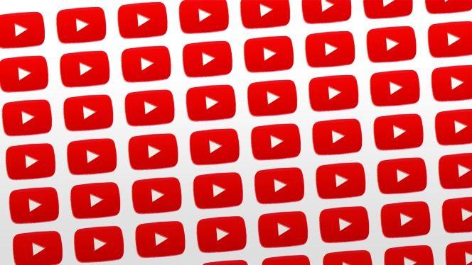 El reproductor de YouTube es muy intuitivo, pero a veces tenemos al lado más el teclado que el ratón, para es momento están preparados los atajos de teclado que nos permiten controlar los vídeos sin ratón.