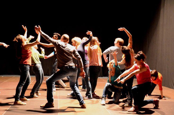 Olivier Dubois Team studierte mit Menschen aus Tirol eine Tanzperformance ein.