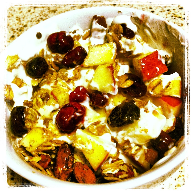 Homemade cereals with ginger, goij berries and coconut mixed with a bit of honey, Greek yoghurt, apple and cranberries dried in concentrated juice. Yummie! :)