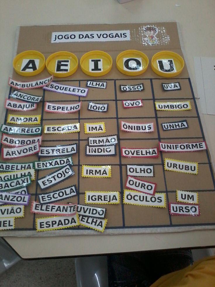 Jogo para o trabalho com as Vogais feitos pela Professora Fabricia Biaso