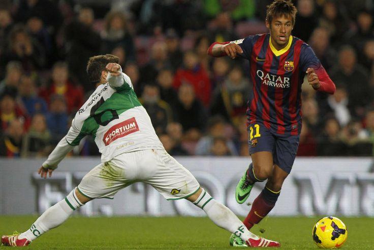 Neymar dribla a Rubén Pérez