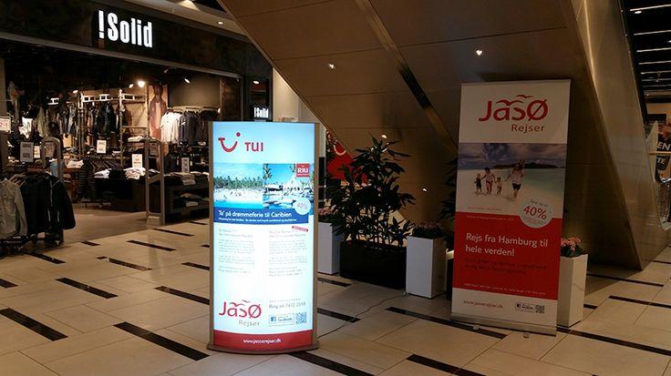 Borgen Sønderborg - JASØ Rejser udstilling med reklame lyskasse og profil banner, inde i shopping centeret.