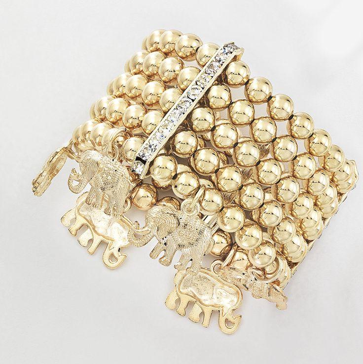 Vistoso brazalete de esferas y cristales a los lados incrustrados y dijes de elefantes, elaborado en 4 baños de oro de 18 kt. Modelo 415957.