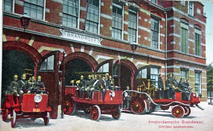 Het uitrukken van de wagens van de Amsterdamsche Brandweer in 1908 Hobbemastraat