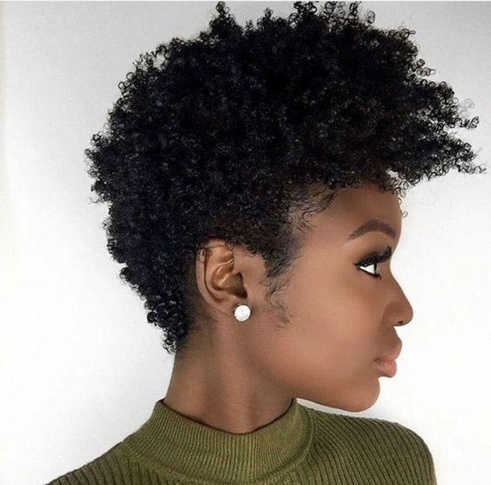 1001 Idees Pour Une Coiffure Pour Visage Ovale Les Looks Du Moment Qui Vous Sublimeront Cheveux Courts Cheveux Courts Afro Cheveux Crepus Court