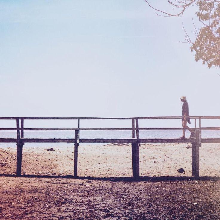 Diantara masa dan waktu yang terus jalan beriringan Kau tercipta dari sebutir pasir yang merasuk menjadi selir Dari mentari yang menghempas kabut tebal saat hujan datang Dari pagi yang datang saat gelap malam hadir mencekam  Lalu kau menyebut satu kata Dari rangkaian kelam yang menjamah Dari susunan abstrak serupa raksa Satu kata yang menanti  Saat peluh meradang dan datang  Kau hadir dan menanti Membisikku tuk ... Pulang Re-post by Hold With Hope