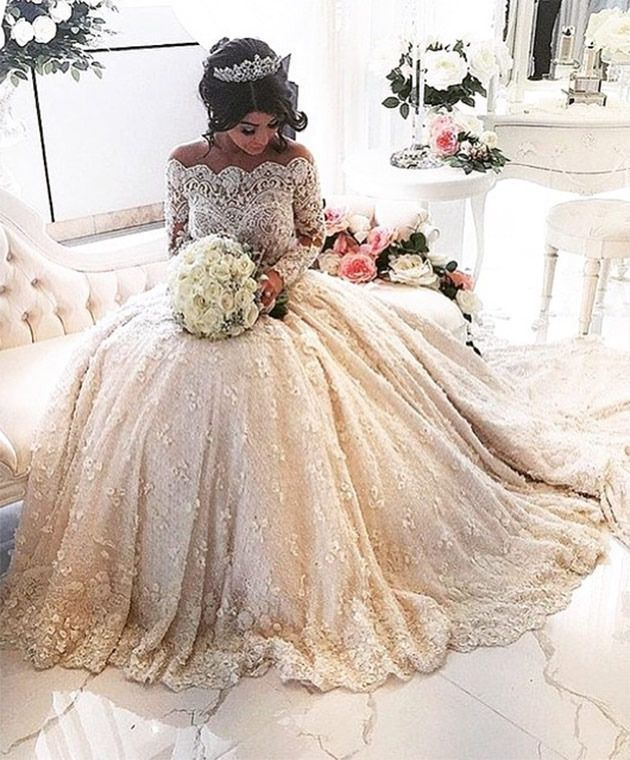 The extravagant 'Aysha' wedding dress everyone is talking about
