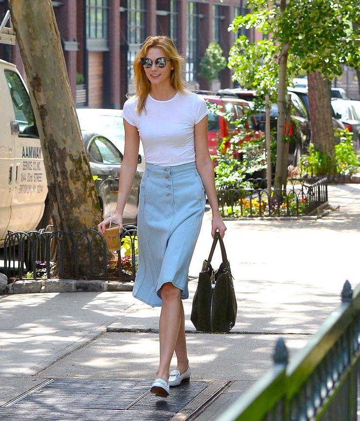 Karlie Kloss gave her tee a springtime spin with a pale blue knee-length skirt.