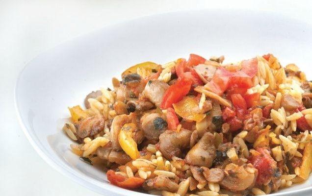 Συνταγή για κριθαράκι με λαχανικά και τριφτή φρέσκια ντομάτα