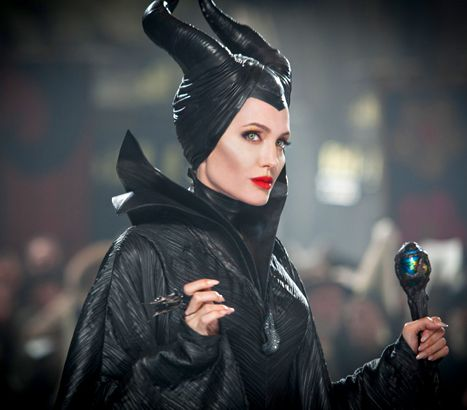 """(oww this one is good) Maleficent Review: Angelina Jolie's Villain Needs """"Snappier Script"""" - Us Weekly - """"Like 2012's Snow White & The Huntsmen, this drama takes itself far too seriously for a tale as old as time"""""""
