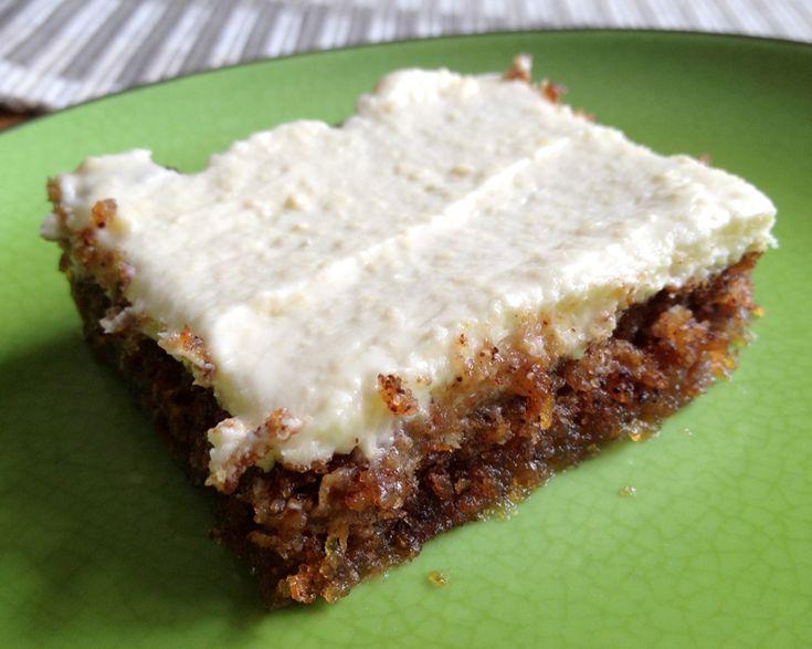 Morotskaka är ett av mina favoritbakverk, och nyligen testade jag att göra den här varianten där man använder sig av mandelmjöl istället för vetemjöl eller mjölmix. Den blev tunnare, saftigare, mju…