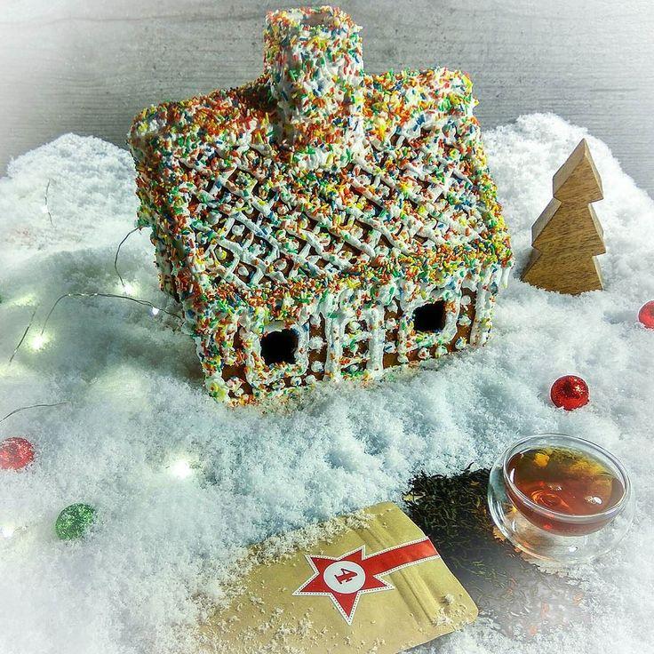 """Hallo liebe Teefreunde   Tag 4 - Türchen 4  heute bei uns zu Gast ein sehr leckerer Schwarzer Tee mit dem Nummer N075 """"Weihnachtstee Klassik""""  Macht hoch die Tür die Tor macht weit - Weihnachten  ist Tee Zeit!  Wir wünschen euch allen einen schönen und gemütlichen Abend #tee #teelux #schwarzertee #Weihnachtstee #lebkuchenhaus #santatee #hohoho #21uhrtee  #чай #чайныймагазин #русскаягермания #русскийберлин"""