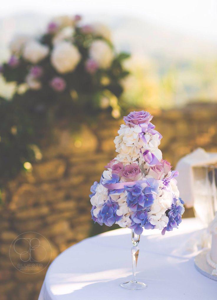 Hydrangeas and lillac roses cake. Photographer: Blu Foto  Floral Design: Filly Creazioni Floreali