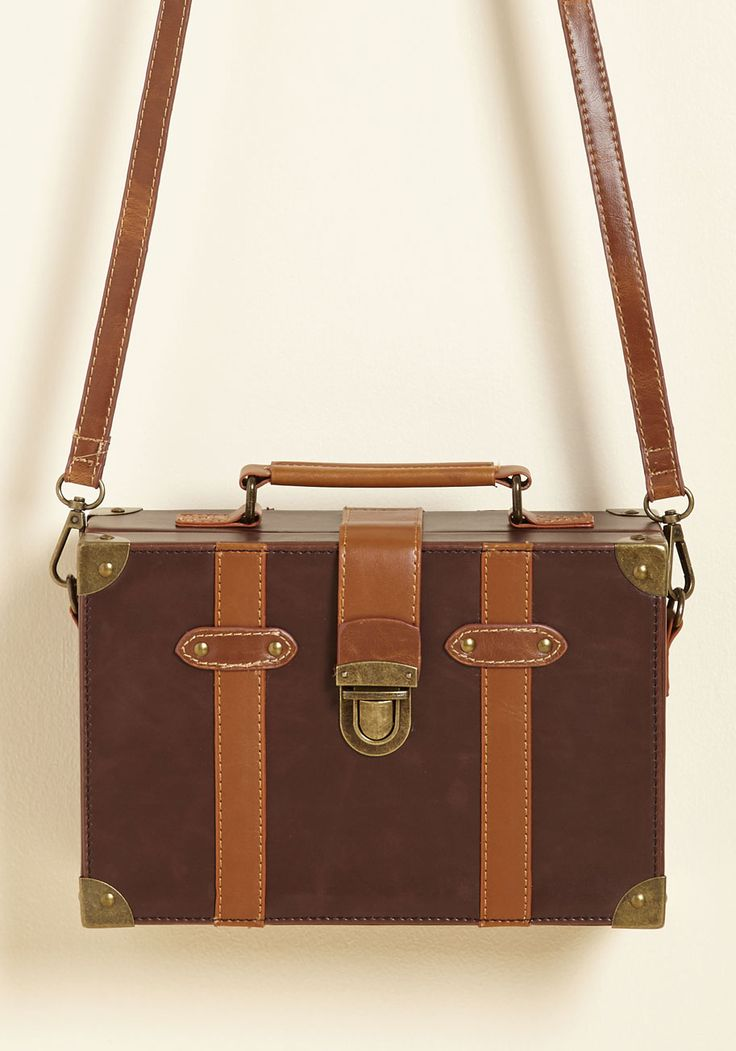 Post-Grad Poise Bag in Mocha. Equipped with essentials stowed in this brown purse, your first day as a master's student is in the bag - literally! #brown #modcloth