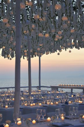 suspended wedding flowers above wedding dinner table in capri italy. design sugokuii events www.sugokuii-events.com #capri #luxury wedding italy #weddinglocation italy