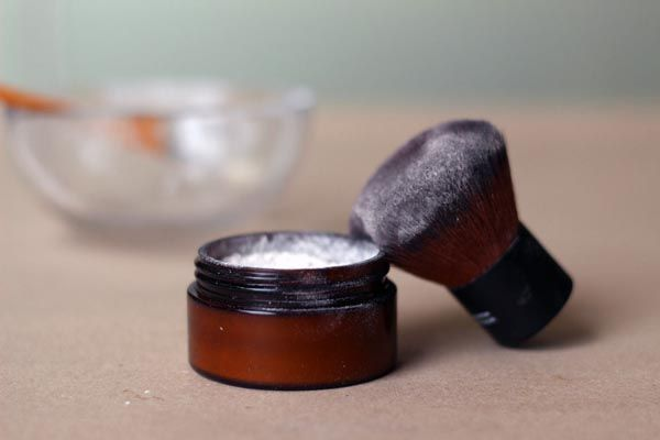 DIY Translucent Face Powder | littlegreendot.com