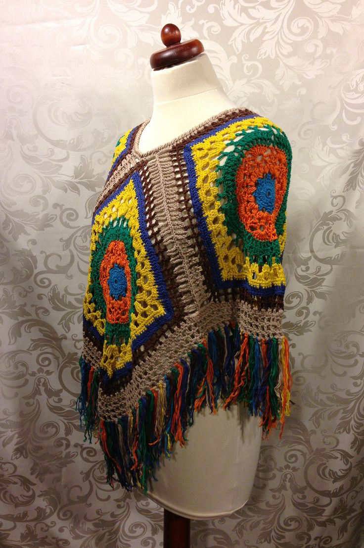 Poncho im Hippiestil mit langen Fransen und tollen Farben.  Hippielike Poncho with Long fringes and made of bright colours!  http://www.ebay.de/usr/maschen-made http://maschenmade.dawanda.com http://etsy.com/de/shop/maschenmade  Follow me on Facebook:  http://www.facebook.com/maschenmade And Twitter