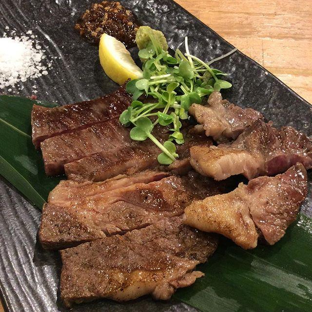 アンガス牛ステーーーキ╰(*´︶`*)╯♡ ご覧の通り美味しいやつです😍 知床には肉あるんですよ!  #飲み会 #宴会 #新大阪#知床漁場#肉 #アンガス#カキ#居酒屋#インスタフード