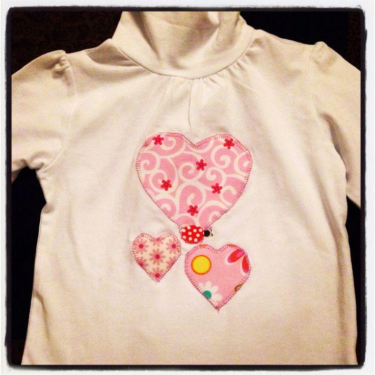 Camiseta con aplicación de corazones