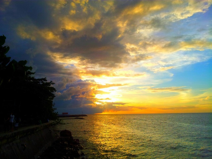 hPantai Malalayang berada di Kelurahan Malalayang Dua Kecamatan Malalayang dan bisa ditempuh dengan berjalan kaki sekitar 5 menit dari terminal Malalayang. Dari pantai ini traveler bisa menikmati pemandangan Pulau Manado Tua dan Bunaken #nusatrip #travel #travelingideas #holiday #malalayangbeach #beach #pantai #indonesia #sulawesiutara #manado #onlinetravelagency