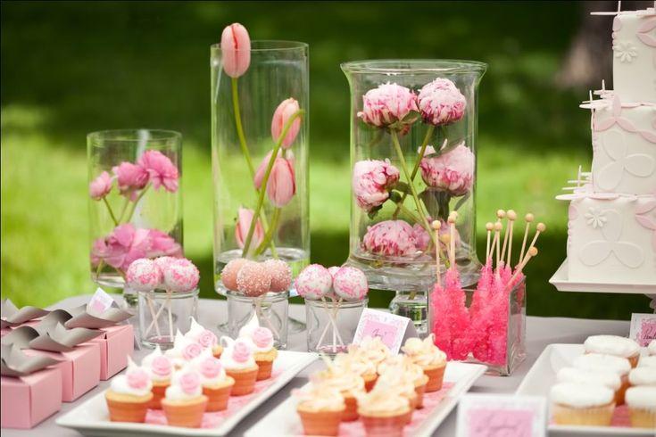 Mariages Rétro: Des buffets en veux-tu, en voilà!  Petits contenant en carton sur la gauche très jolis