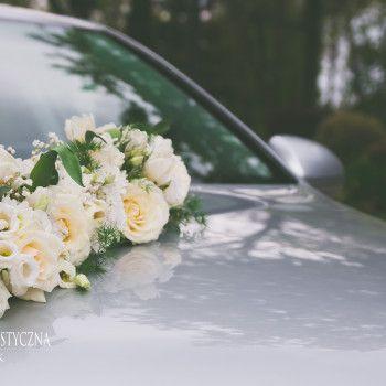 dekoracja samochodu pojazdu auta biała kompozycja eustoma tulipan
