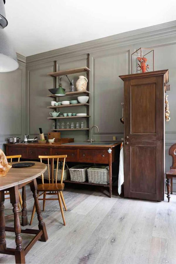 Why am I so attracted to old fashioned English kitchens? No bells, no whistles, appropriate to ...