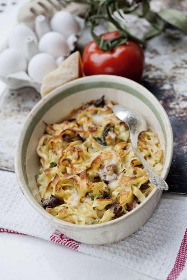 En härlig middag! Testa att laga en god pastagratäng med svamp och parmesan.