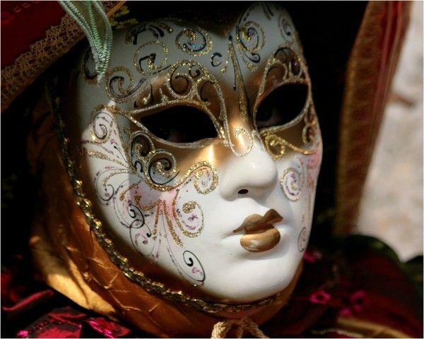 les 58 meilleures images propos de masques v nitiens sur pinterest papier m ch atelier et. Black Bedroom Furniture Sets. Home Design Ideas
