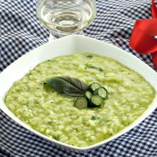 Risotto with Zucchini Cream and Basil, deliciously creamy and comforting but also fresh and perfect for spring.