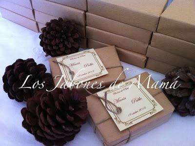 Jabón Natural hecho a mano, envuelto para Bodas de Plata, en papel kraft, con cordón rústico y tarjeta vintage.