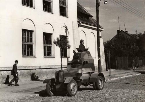 Polish WZ34 armoured car