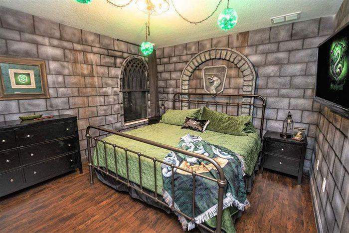 Wizards Way Une Maison Harry Potter Sur Airbnb 2tout2rien Home Hot Tub House Slytherin Decor
